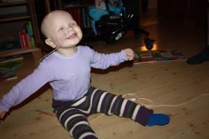 17.Musikk er alltid kjekt... og å danse, ja det går fint i sittende stilling. Turn Around Baby! Og smilet og latteren er som alltid ikke langt unna hos solstrålen.