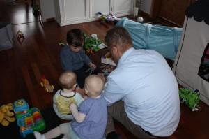 21.Hva skjer her da? Eliisa på besøk hos søskenbarn Jonas og Martin.